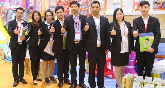 大型室内儿童蹦床厂家、儿童游乐设备厂家策略运营,贴心服务